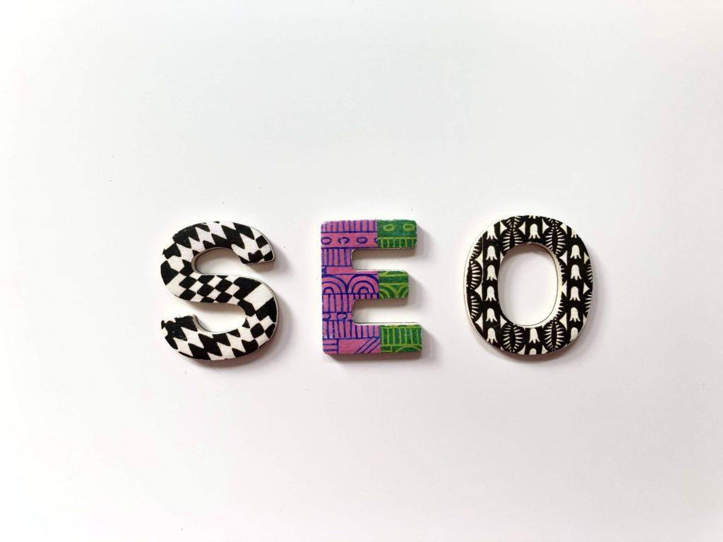 créer un site web : pensez au SEO